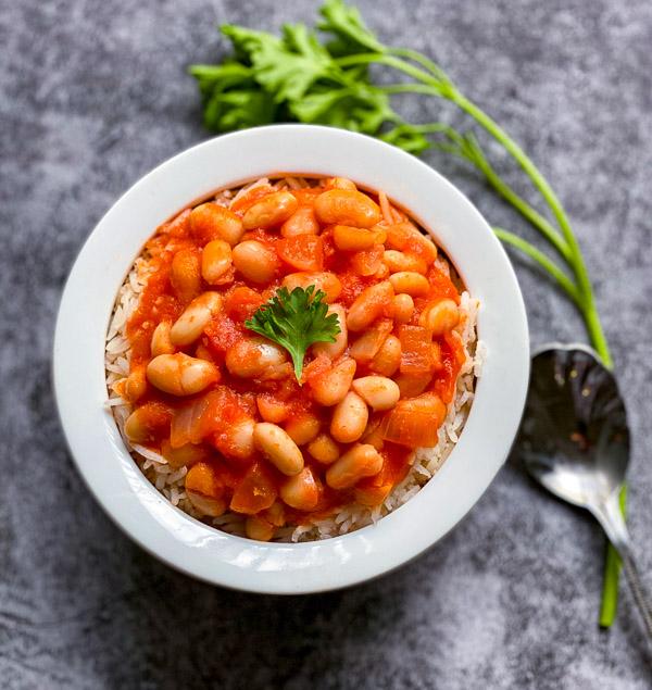 Fasoolia Baytha (White Bean Stew)